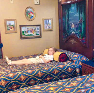 Travel Tips: 4 Ways to Stay Happy in Hotel Rooms