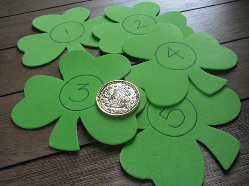 gold hunt number match shamrocks and coins