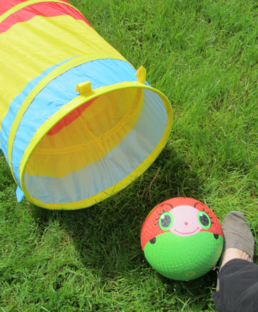 Build & Play Obstacle Course * Going through an obstacle course can help kids develop coordination, problem solving and gross motor skills, learn to think strategically and get rid of extra energy!