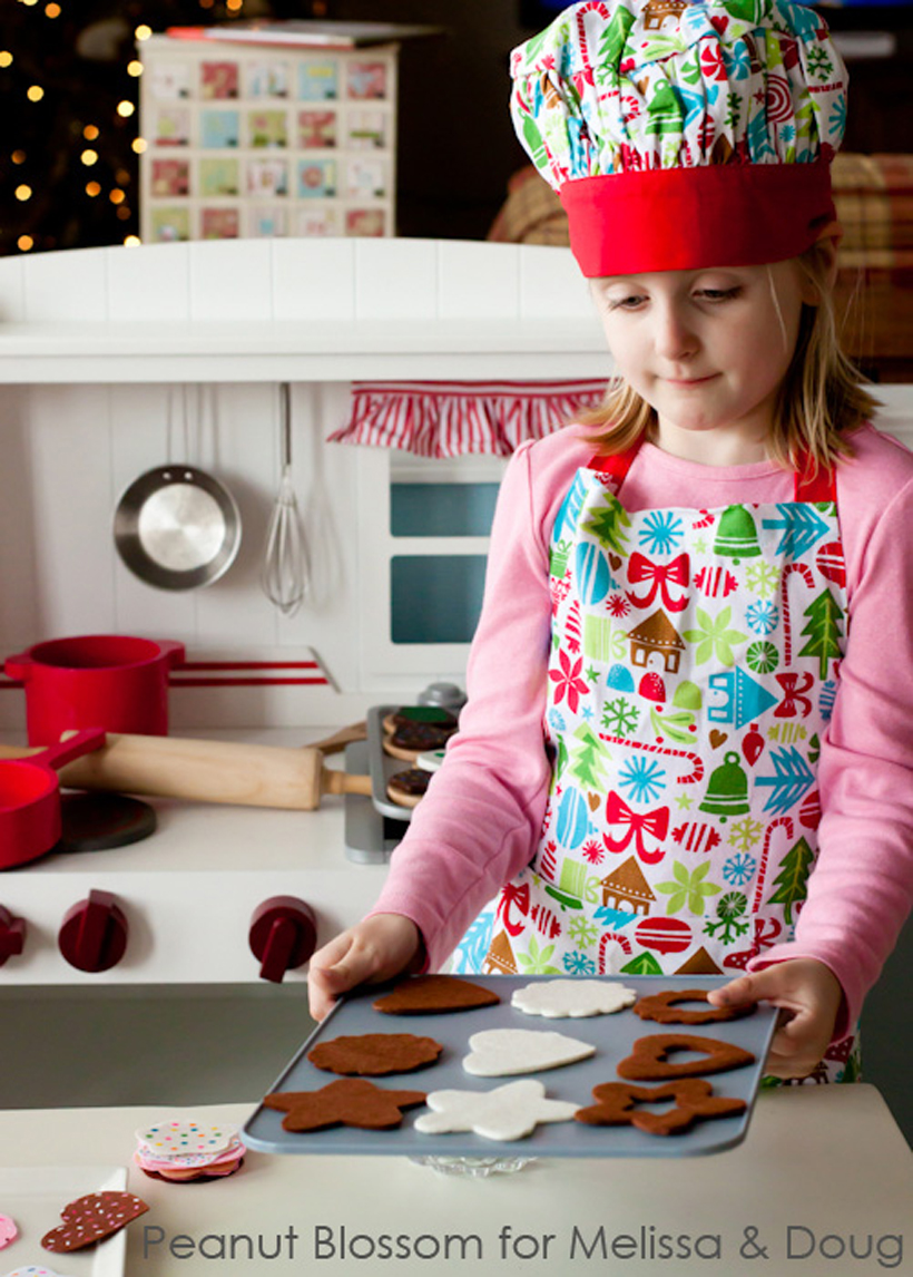 Cookie-Swap Season! Keep the Kids Involved (but out of the way!) Here are Christmas holiday cookie swap baking recipes and 4 simple tips for baking with kids and little helpers while playing with Melissa & Doug play food and toys.