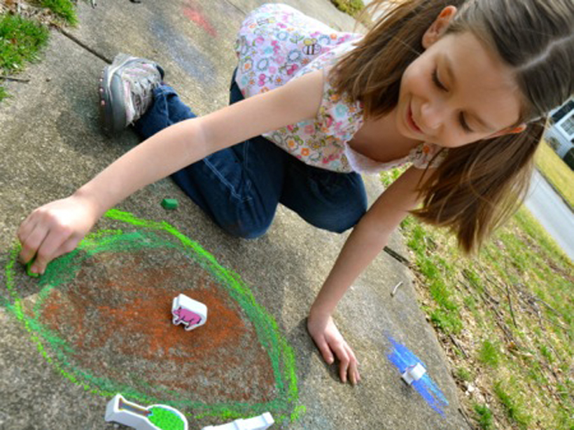 Val's Crafty Corner Farm Blocks and Sidewalk Scenes *We took our farm blocks outside with some sidewalk chalk and watched the kids' imagination come to life through creative storytelling and problem solving, all while enjoying some fresh air outdoors!