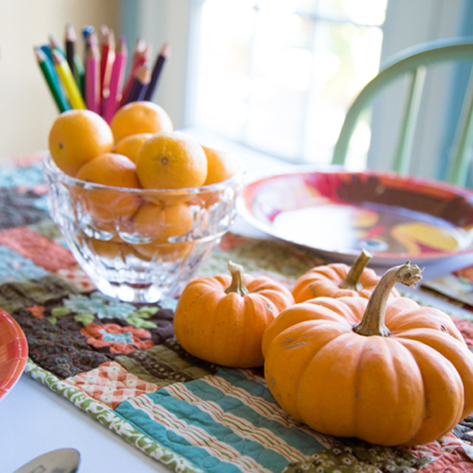 Just 5 Minutes: Make A Festive Thanksgiving Kids Table