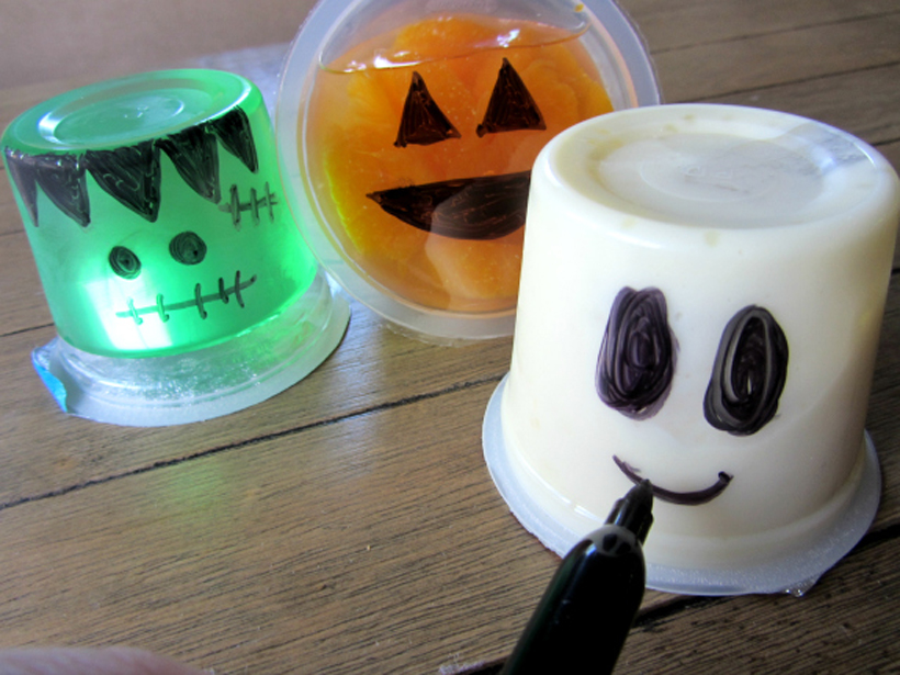 Easy Spooky Halloween Snacks for Kids * Recipes for easy snacks kids can make for spooky Halloween snack time fun on the Melissa & Doug Blog.