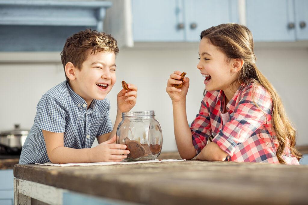 siblings-laughing_image_4