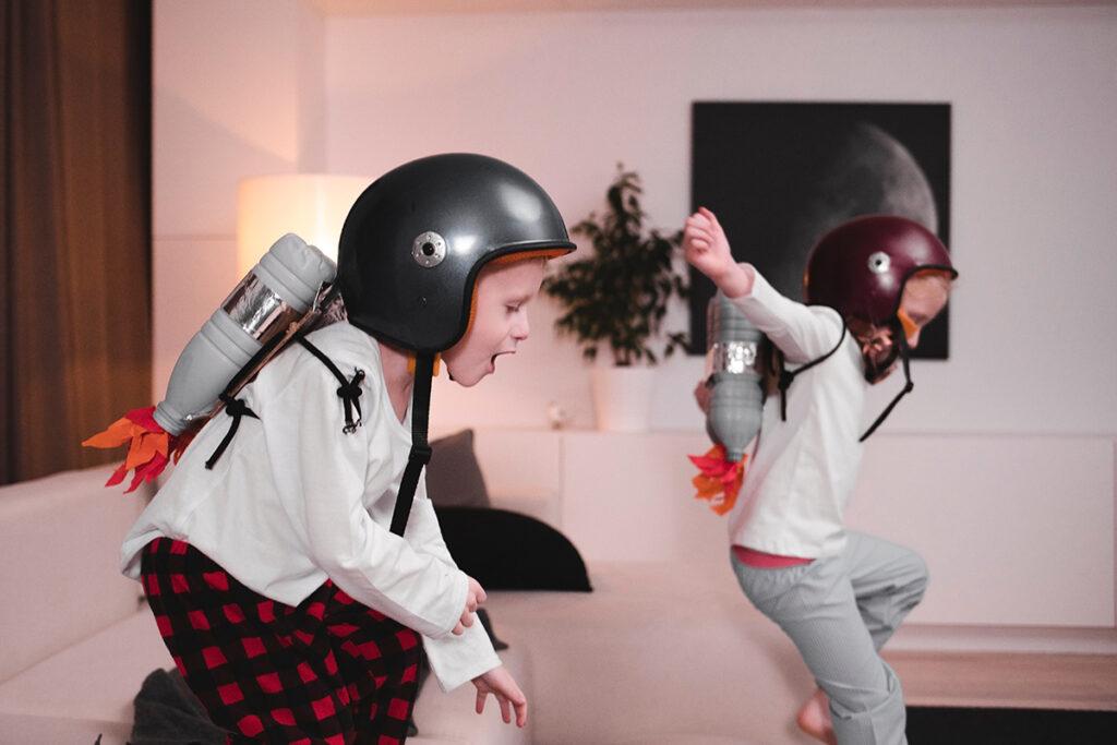 siblings-playing_image_2