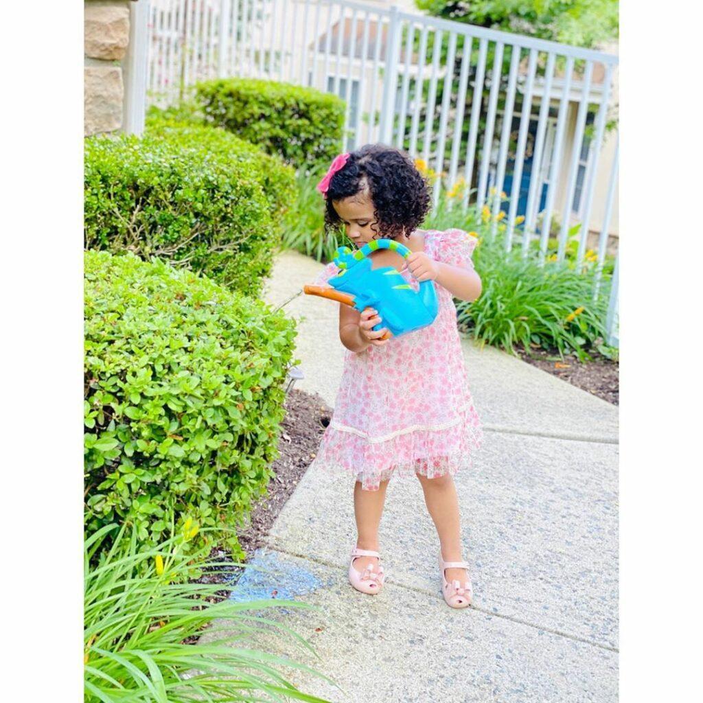 image_2_preschoolers-gardening