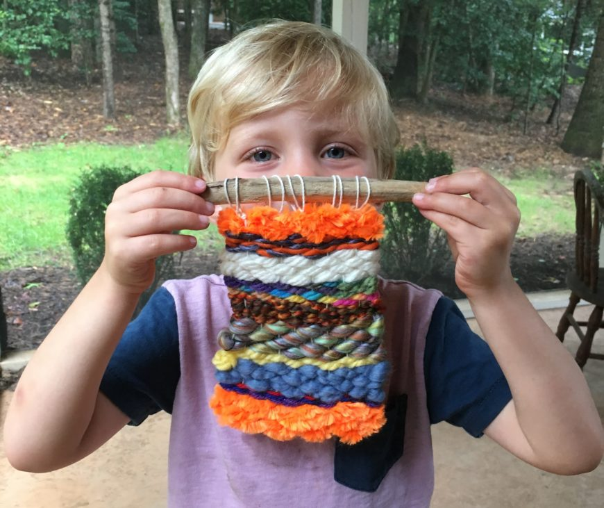 Loom weaving for beginners! Easy and fun for kids.