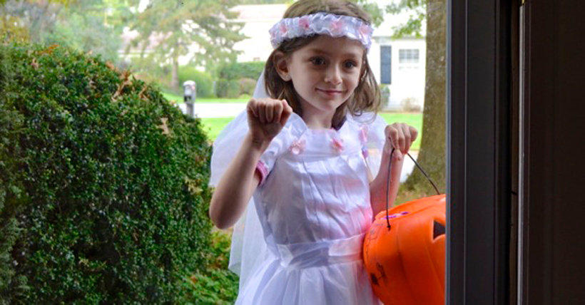 Preparing Your Kids for Halloween with Pretend Play *Read about some simple ways you can help prepare your kids for Halloween through imaginative play time fun, from Melissa & Doug!